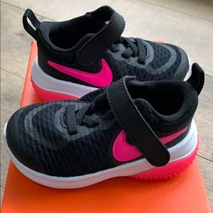 NEW Black and hot pink Nike size 4c
